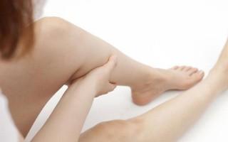 Почему при варикозе чешутся ноги и что с этим делать?