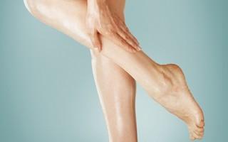 Что делать, если при варикозе краснеют и отекают ноги?