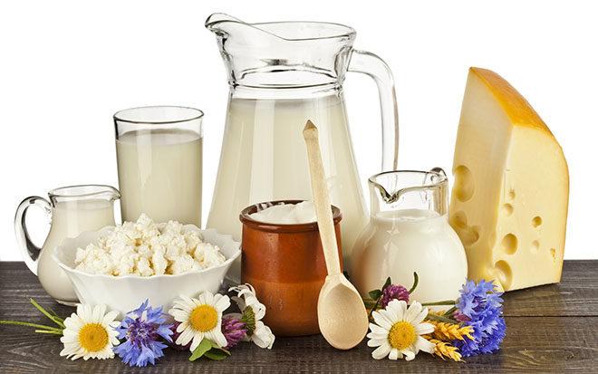 Пациентам с тромбоцитопенической пурпурой нужно отдавать предпочтение следующим молочным продуктам: кефиру невысокой жирности, простокваше, нежирному молоку, творогу 5% жирности, несоленому сыру, сметане 15% жирности.