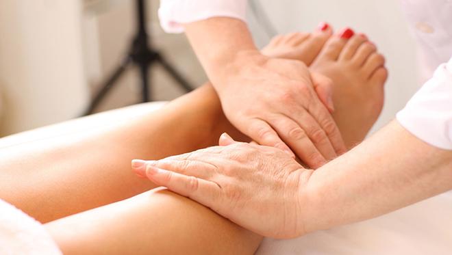 Избавляемся от отеков ног при помощи массажа правила