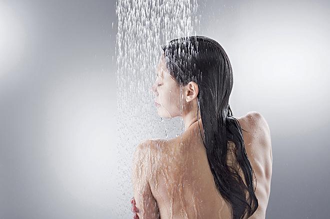 Контрастный душ: воздействие на кожу